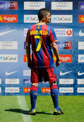 barcelona fc players 2010. Barcelona Unveils New Home Kit