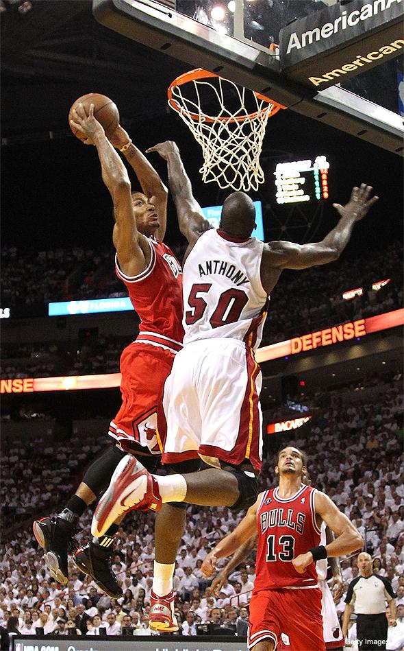 derrick rose dunking. Derrick Rose#39;s dunk looks