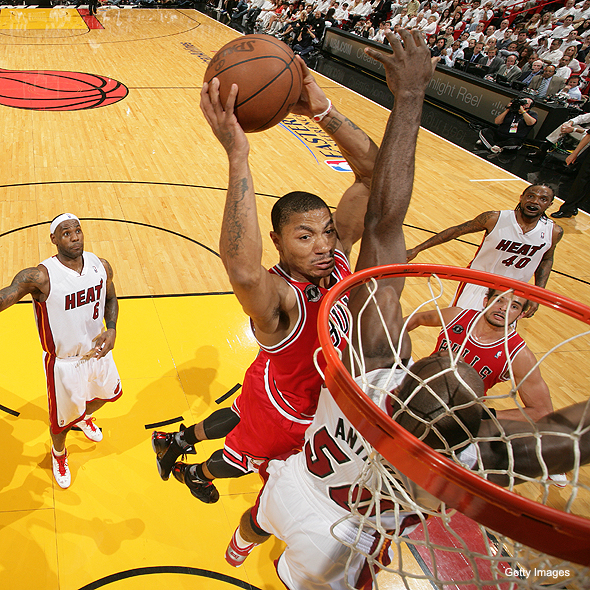 derrick rose dunking. Derrick Rose dunks on Joel